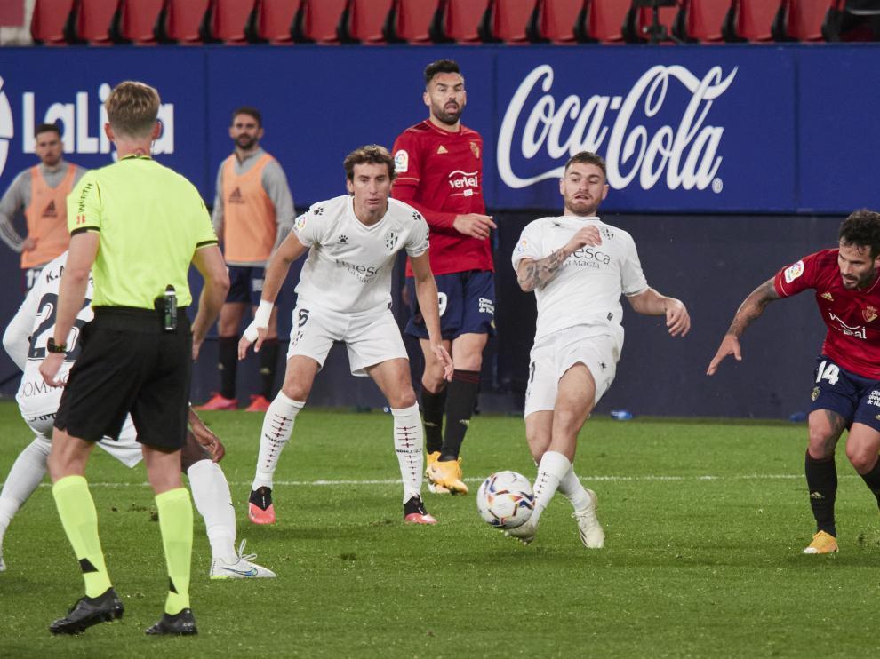 Imagen del partido de ida entre Osasuna y Huesca, que acabó con empate a un gol.