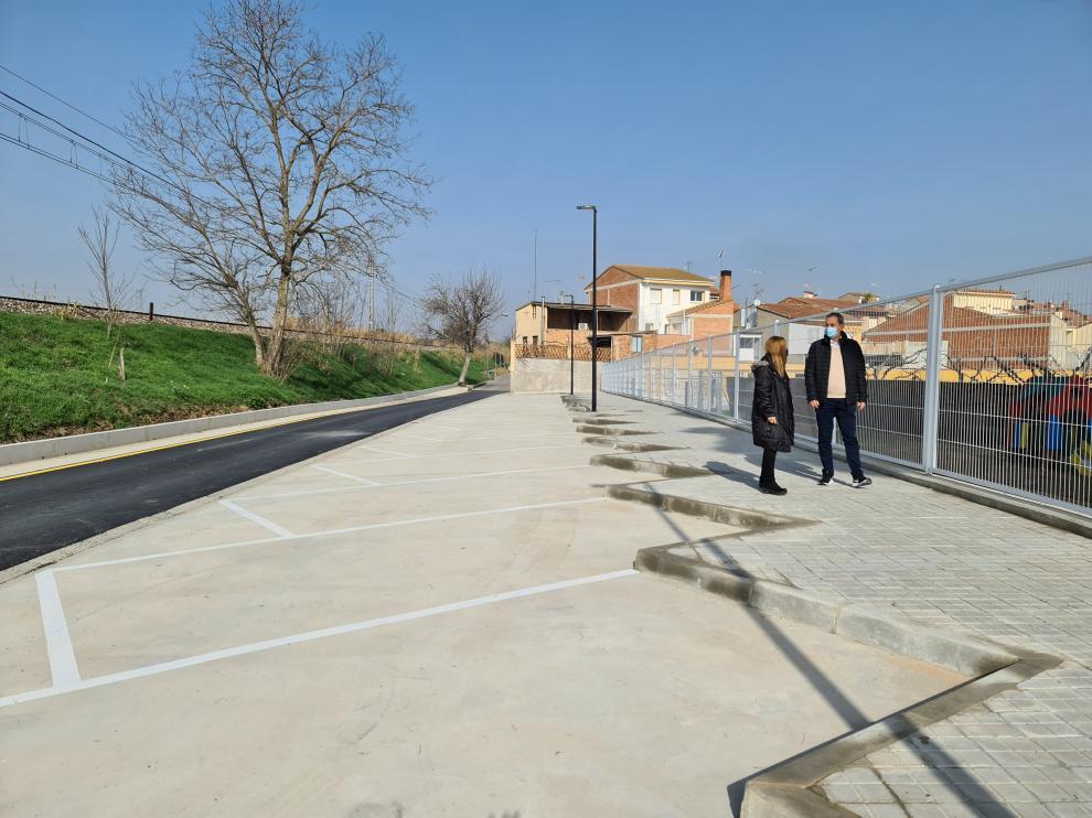 El alcalde de Binéfar visita las obras realizadas en la calle Ferrocarril.