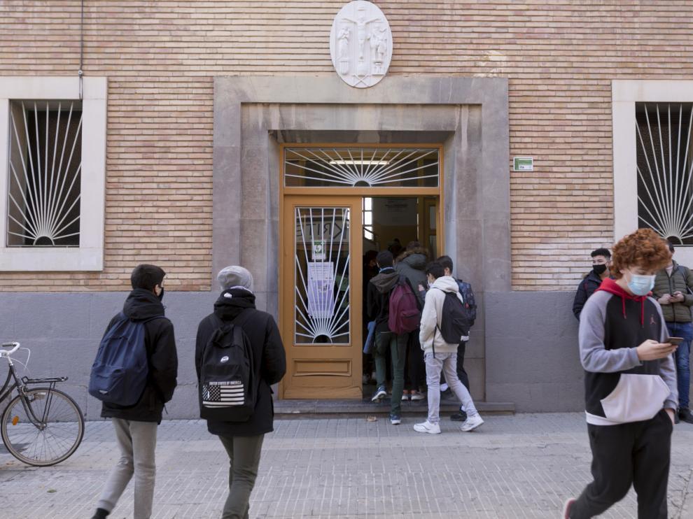 Alumnos del IES Ramón y Cajal, en Huesca ciudad.