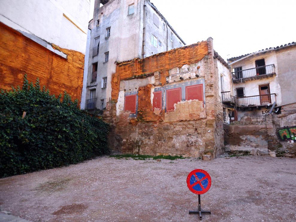 Solar en la calle Dolmer de Huesca