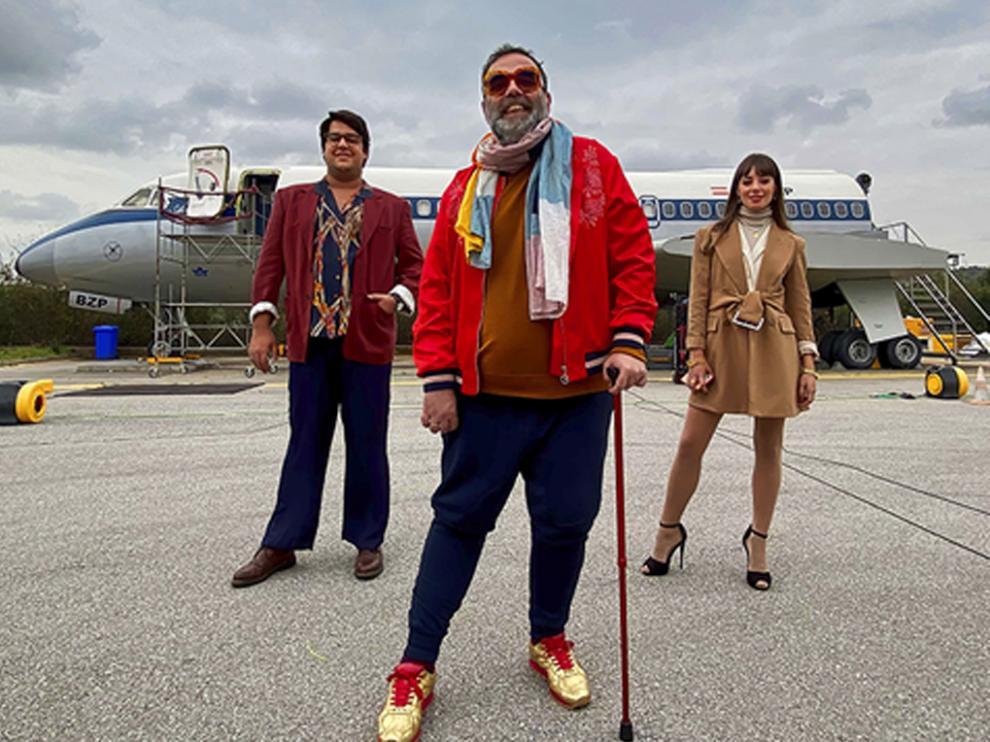Bob Pop (centro) es el creador de la serie, que está basada en su propia vida.