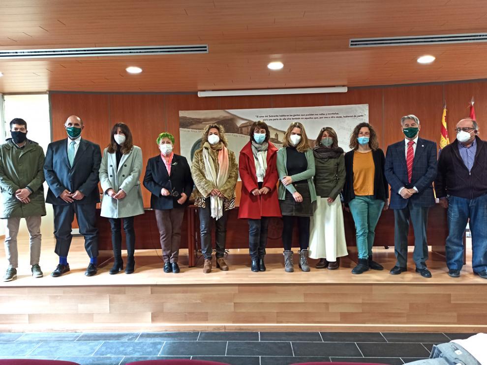 Empresarios, alcaldes del Pirineo y representantes de Ceos-Cepyme, en Boltaña.