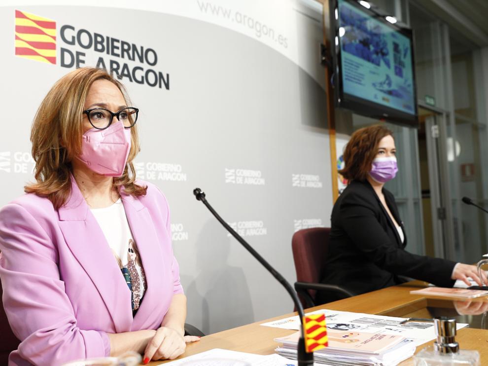 La consejera Mayte Pérez y la directora del Instituto Aragonés de la Mujer, María Goikoetxea.