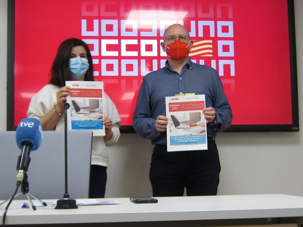 Elena Pérez y Manuel Pina en la presentación del informe del sindicato sobre la situación de la mujer en el mercado laboral.