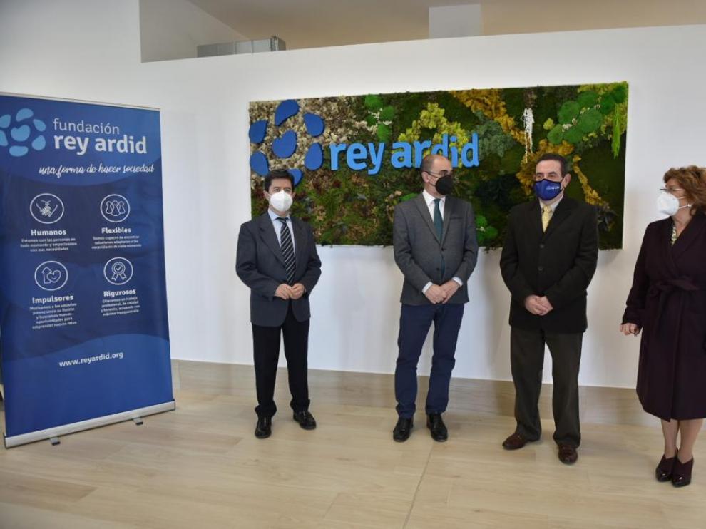 Luis Felipe, Javier Lambán, Alfonso Vicente y María Victoria Broto en la nueva residencia Rey Ardid.