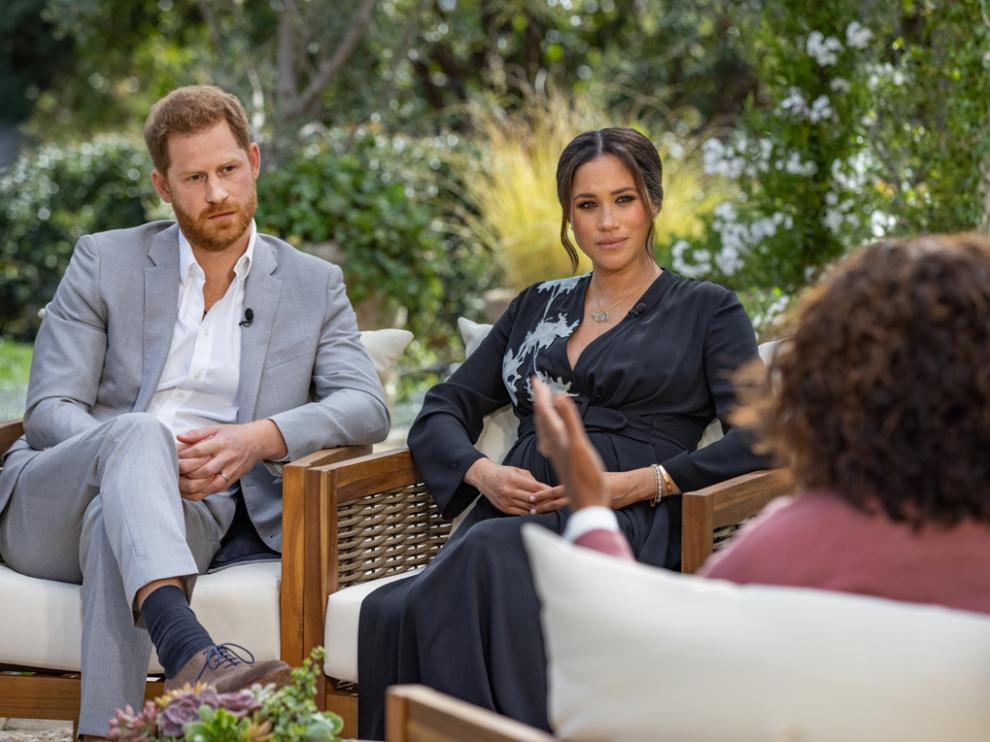 El príncipe Enrique y Meghan Markle fueron entrevistados por Oprah Winfrey.