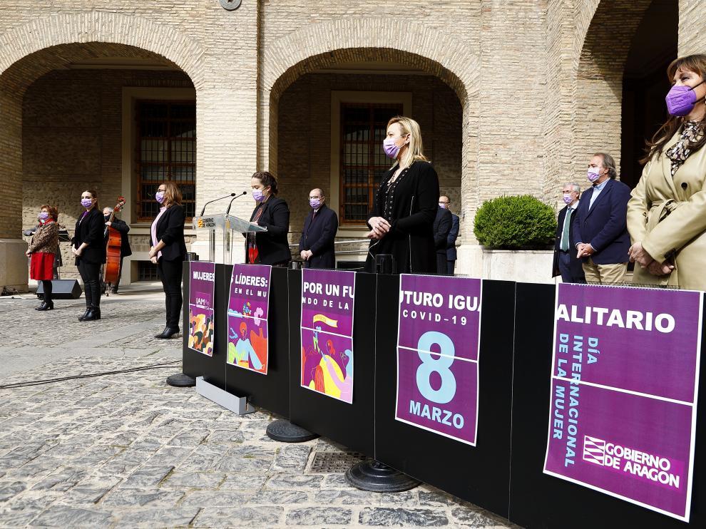 El Gobierno de Aragón en pleno ha rendido homenaje a las mujeres por su papel en la pandemia.