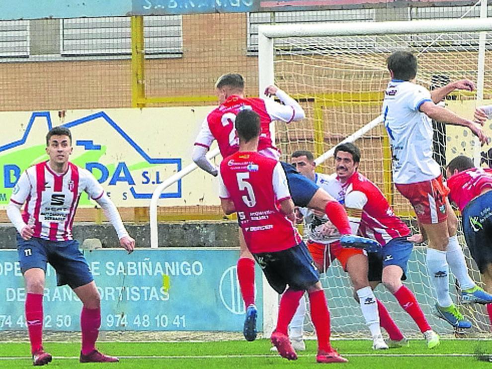 El Sabiñánigo consigue una victoria contundente en un partido en el que el Sabiñánigo fue superior.