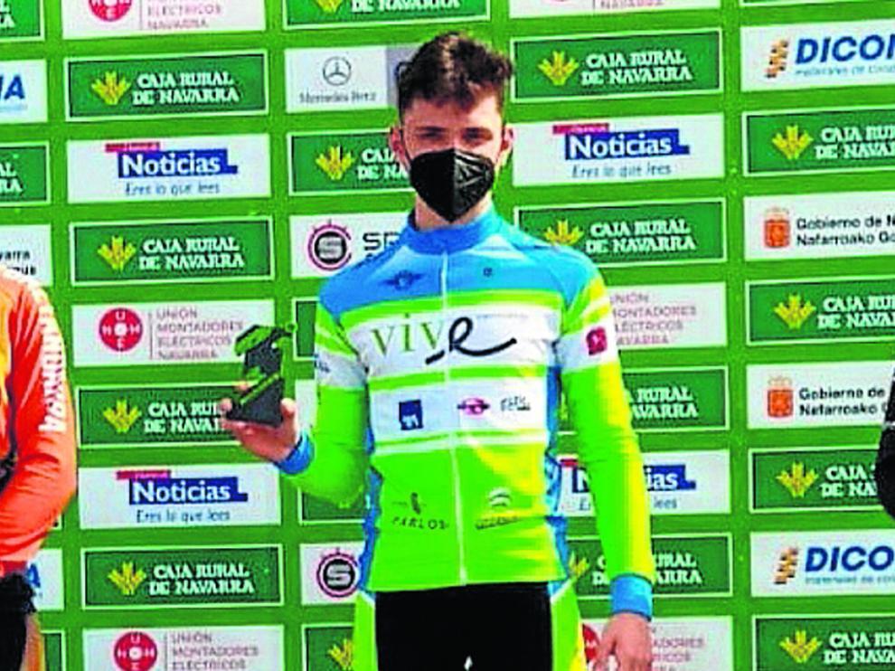 Rafael López, del Vive Huesca, en el centro de podio tras ganar la Copa Caja Rural BTT.