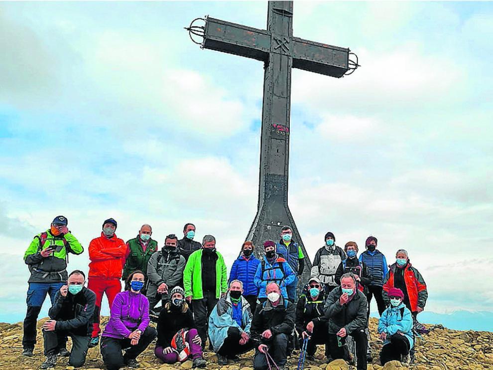 Los excursionistas, en el pico Oroel.