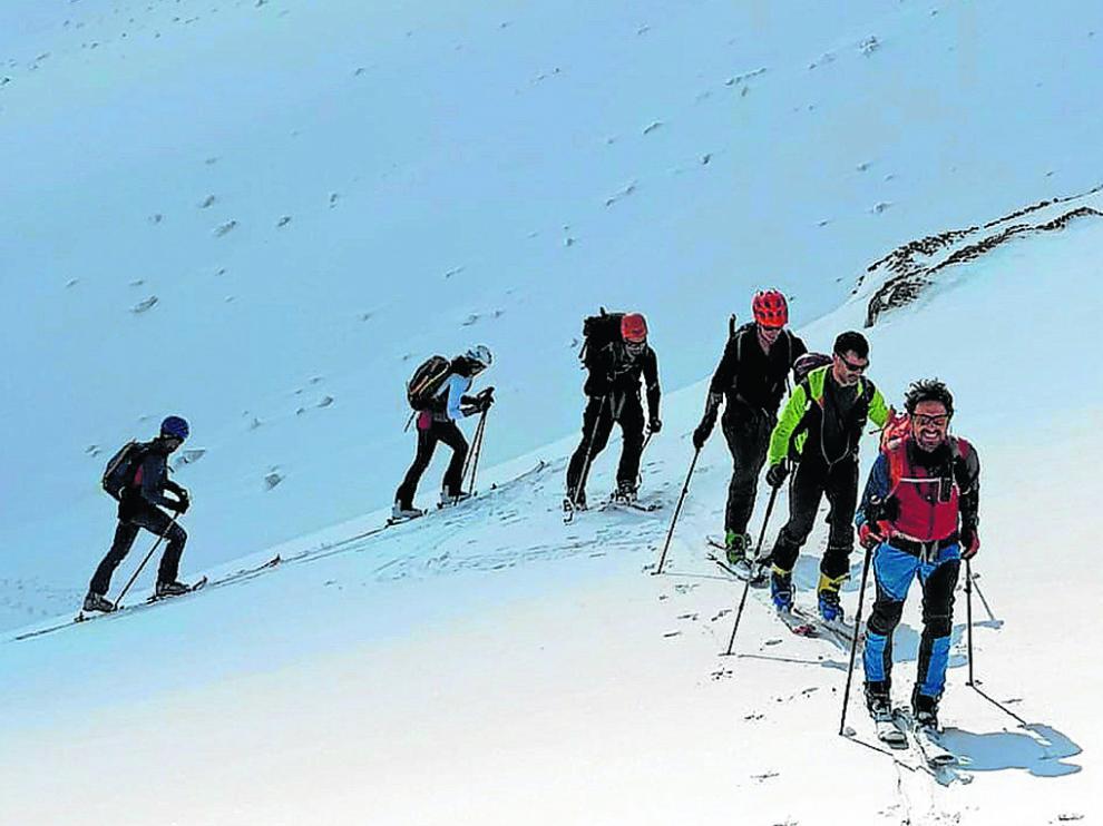 Participantes de uno de los cursos de esquí de montaña con los que el CAS ha retomado calendario del 2021.