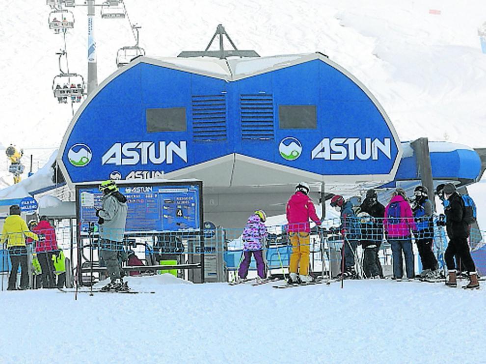 Esquiadores en Astún el pasado mes de enero.