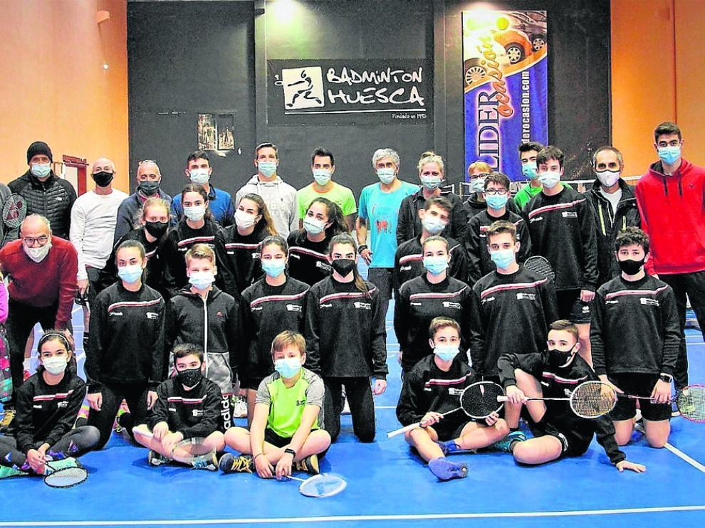 Los jugadores del Bádminton Huesca, listos para volver a competir