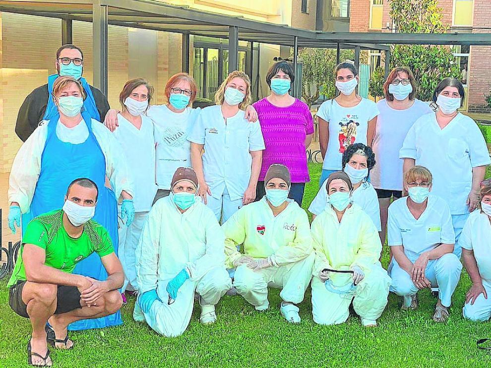 Trabajadores de la Residencia Monegros de Grañén que se confinaron un mes.