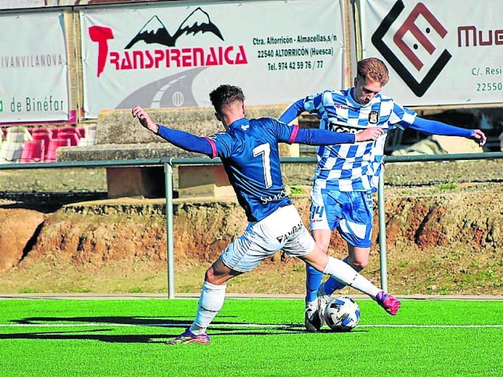 El Huesca consigue una importante victoria en Tamarite para seguir en la pugna por el liderato del grupo.