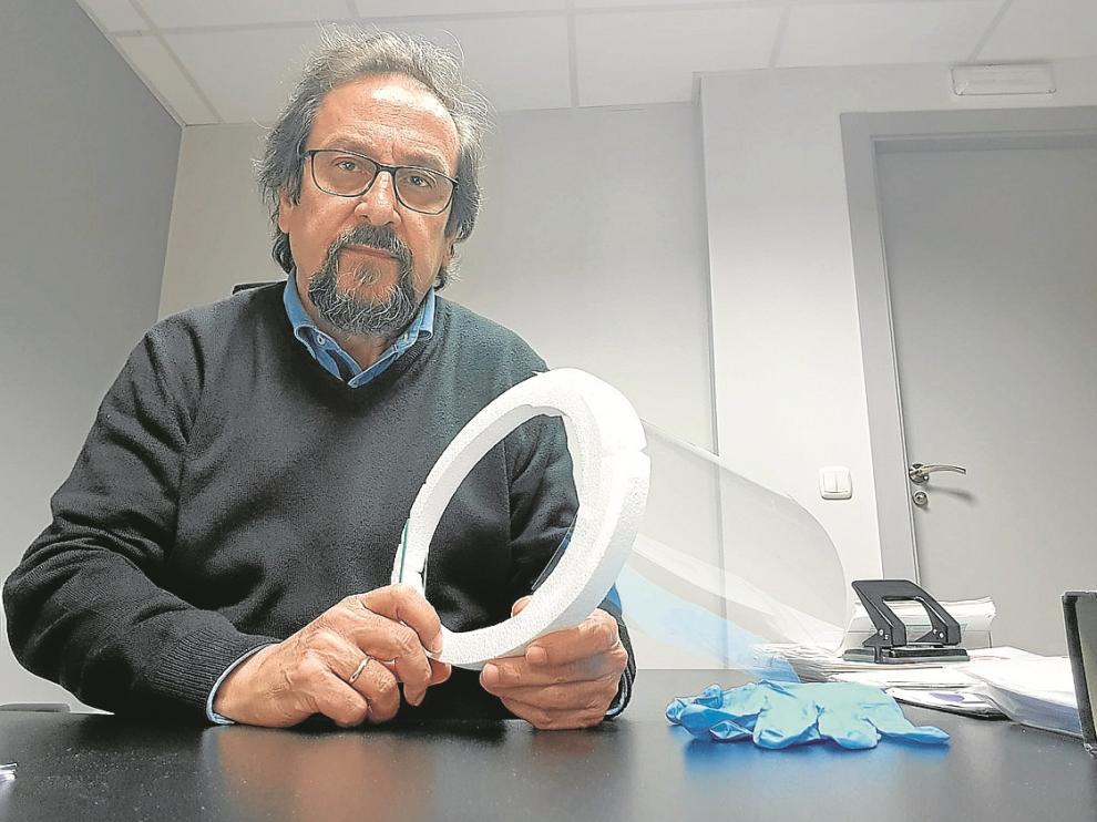 Julio Luzán explicó en un vídeo cómo montar las pantallas.