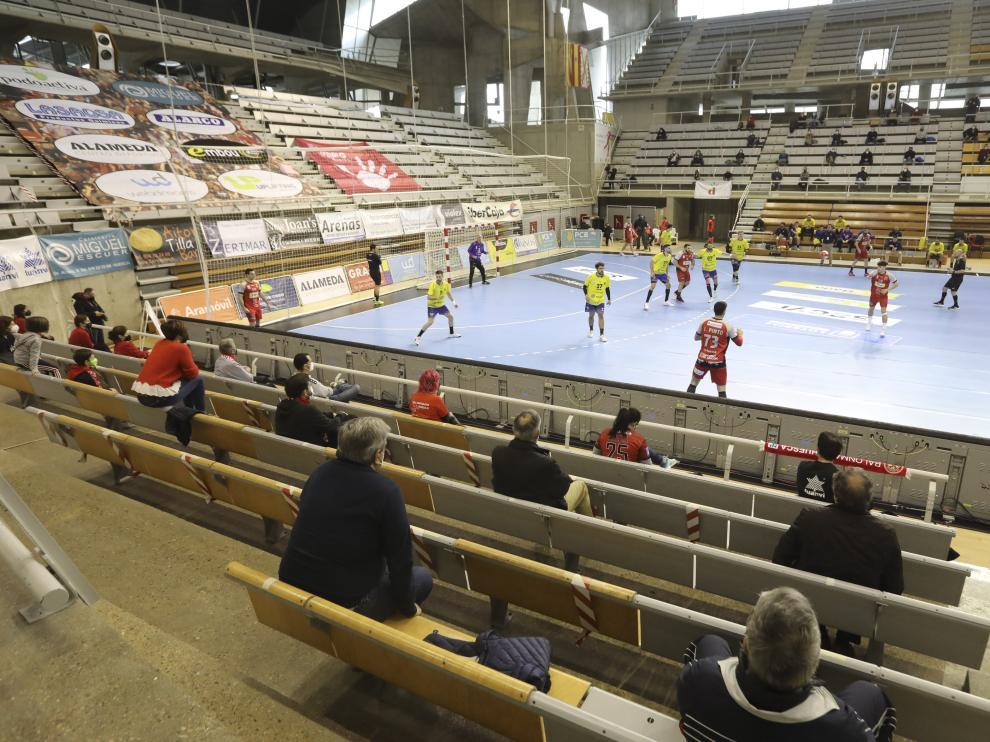 El público regresó al Palacio de los Deportes en el último partido del Bada ante el Bidasoa