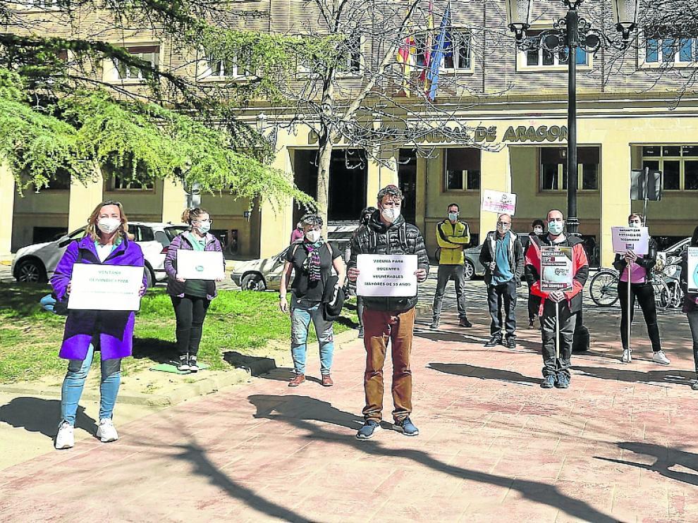 La concentración tuvo lugar en la plaza Cervantes y está previsto que continúen el próximo mes.