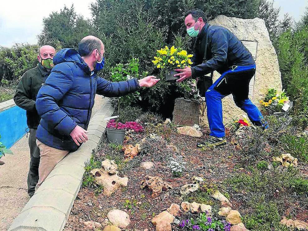 Eduardo Bayona participa en el acto del décimo aniversario del accidente aéreo de Alcorisa.