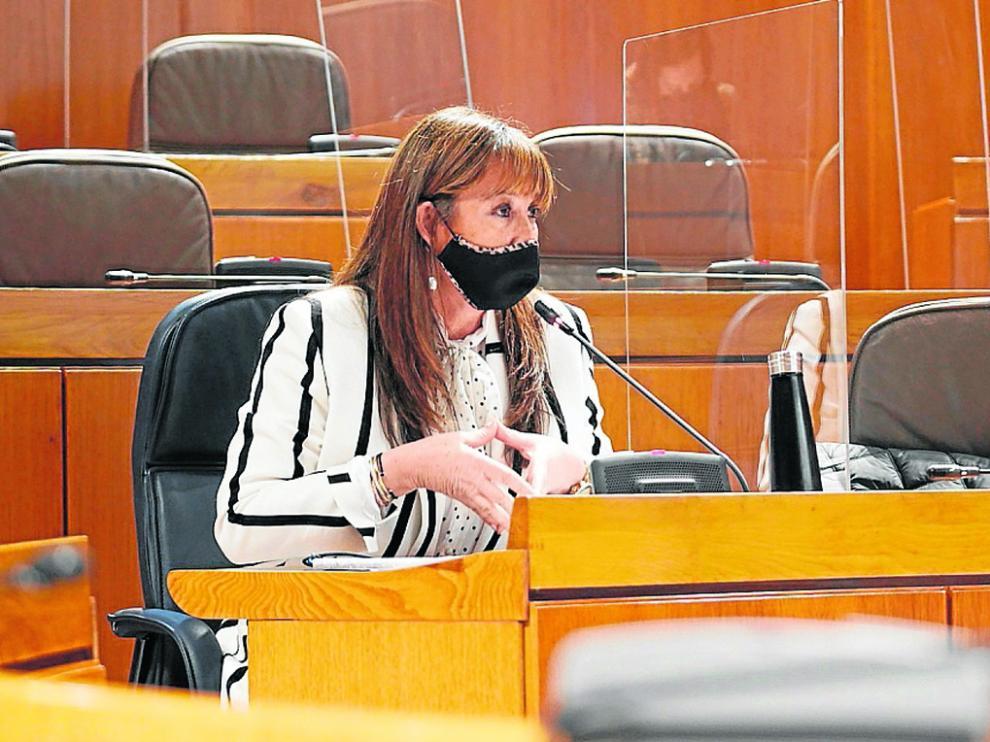La consejera Sira Repollés, ayer durante su intervención en las Cortes de Aragón.