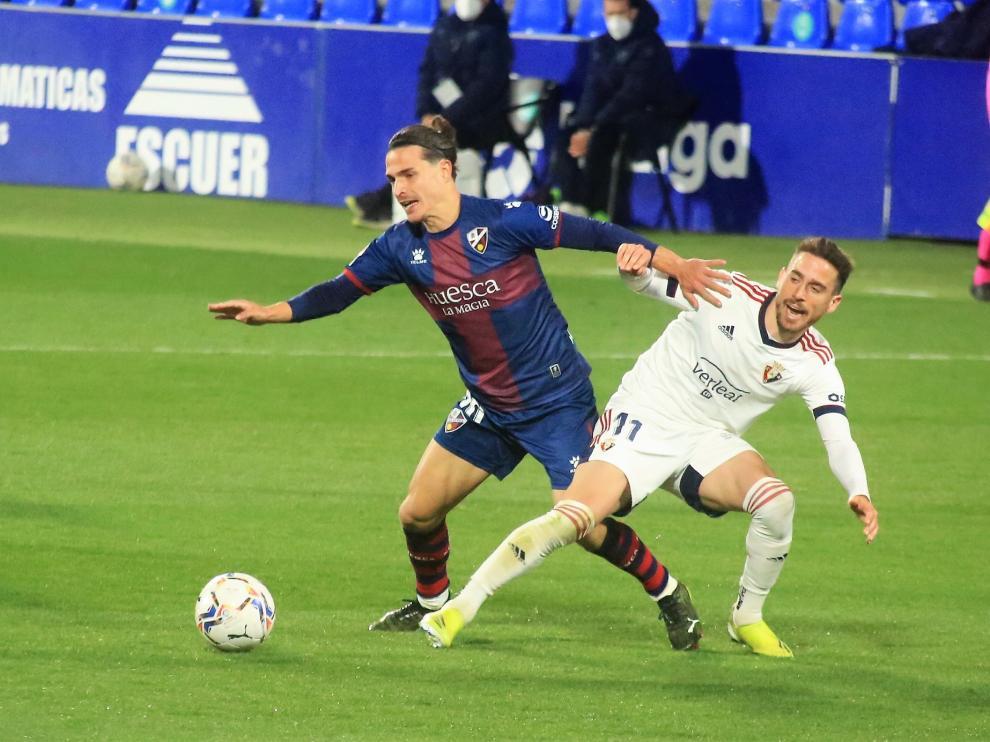 Una imagen del encuentro que ha enfrentado al Huesca con el Osasuna.