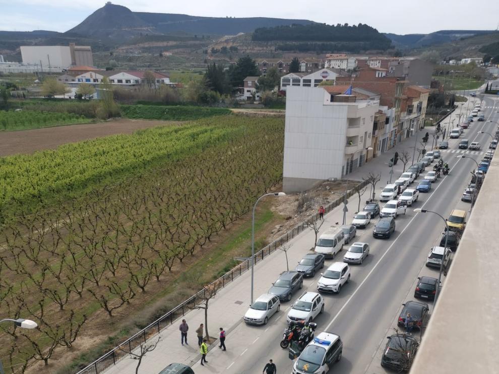 Imagen del vehículo volocado sobre la calzada en plena avenida de Aragón de la capital fragatina.