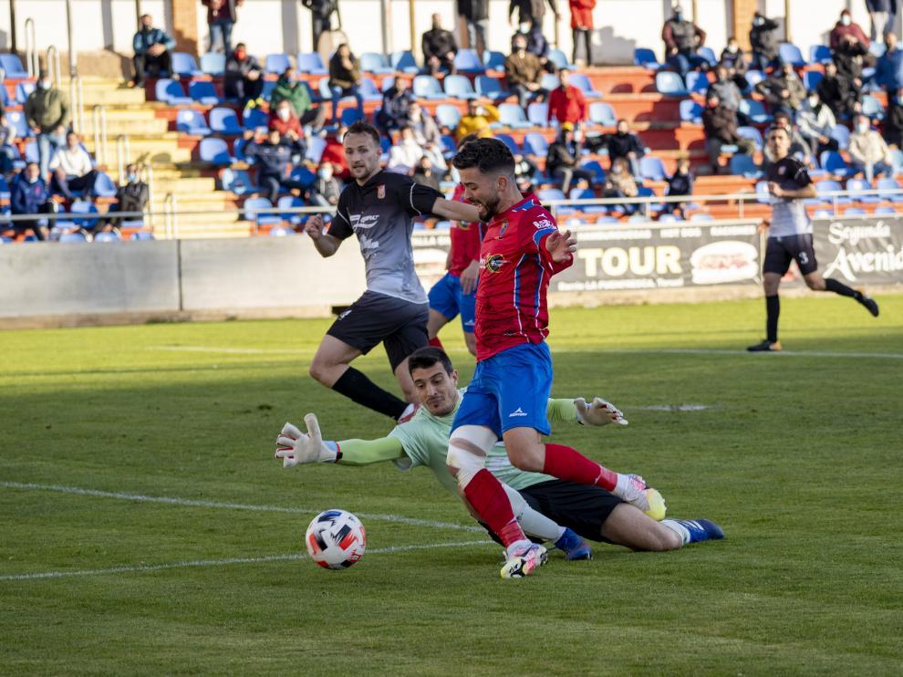 Marc recibió tres goles en la expedición del Fraga a Pinilla.
