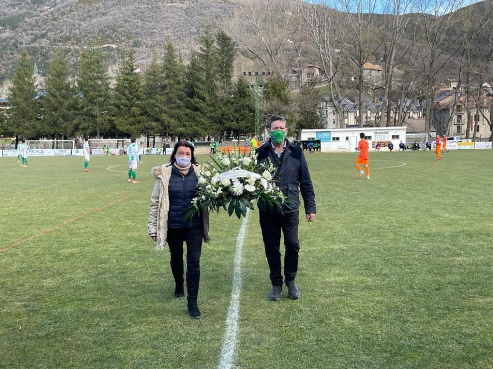 Homenaje a los fallecidos por la Covid-19 en Biescas.