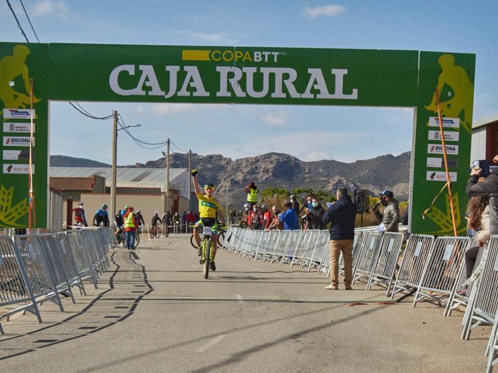 Rafael López, del Vive Huesca La Magia, logró en Fitero su segunda victoria de la Copa Caja Rural de BTT cadete.