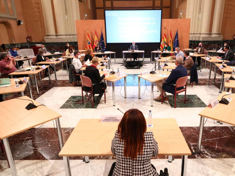 Reunión de Gobierno de Aragón, municipios y comarcas ante la campaña frutícola