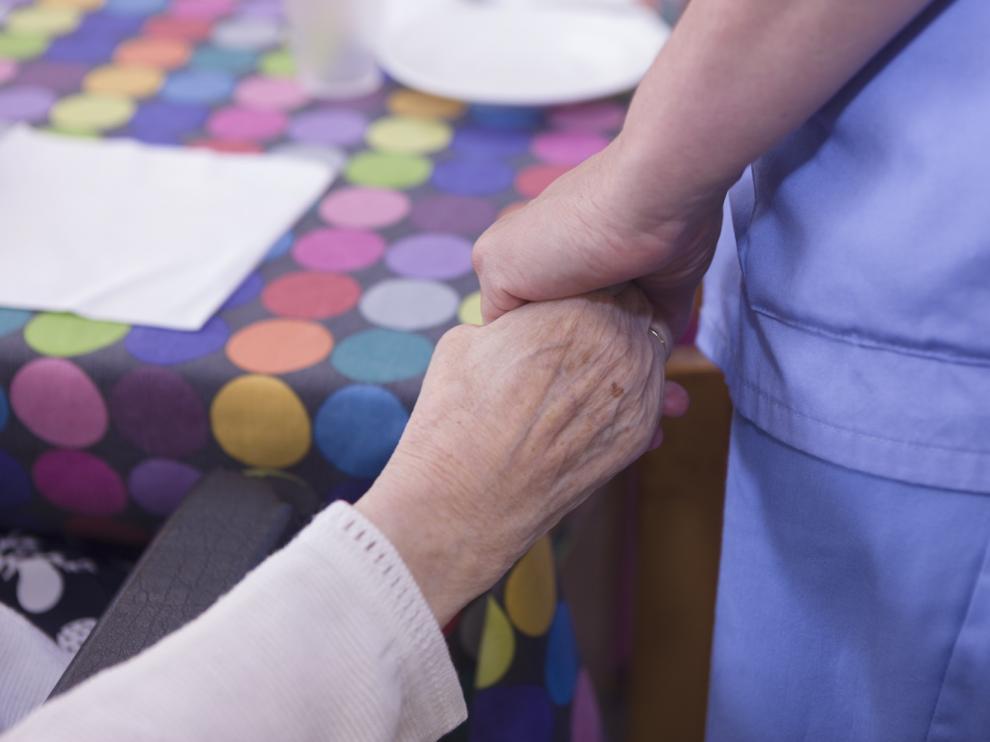 Los hogares para mayores van recuperando poco a poco sus actividades.