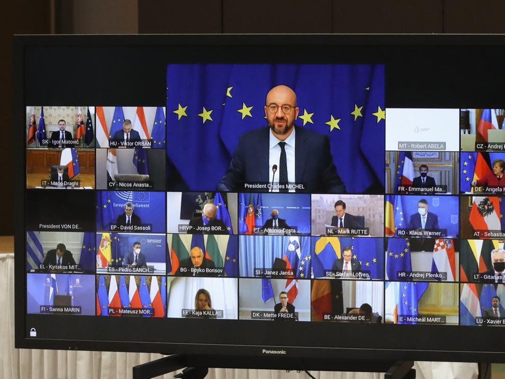 El presidente del Consejo Europeo, Charles Michel, en la imagen, con el resto de jefes de Estado.