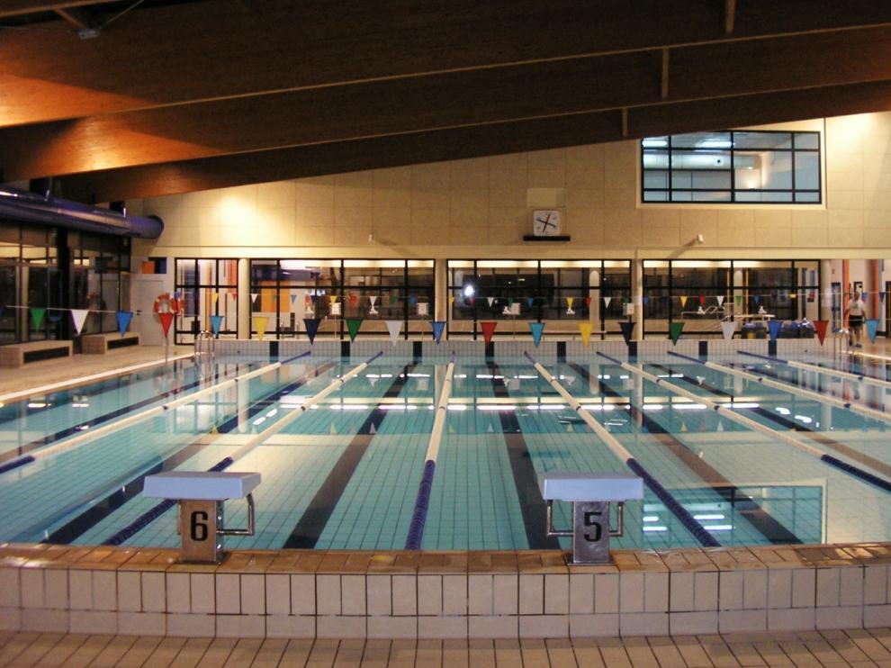 Una imagen del interior de la piscina Almériz de Huesca.