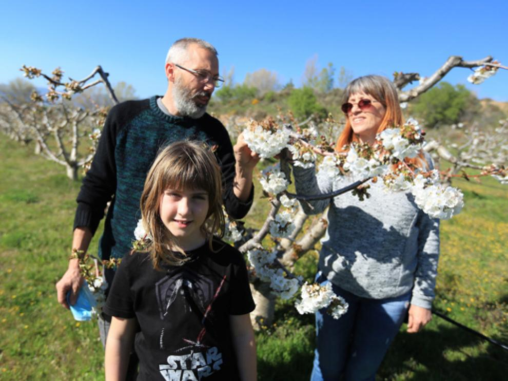 Arturo Ferre con su familia en bolea despoblacion 24 - 3 - 21 foto pablo segura[[[DDA FOTOGRAFOS]]]