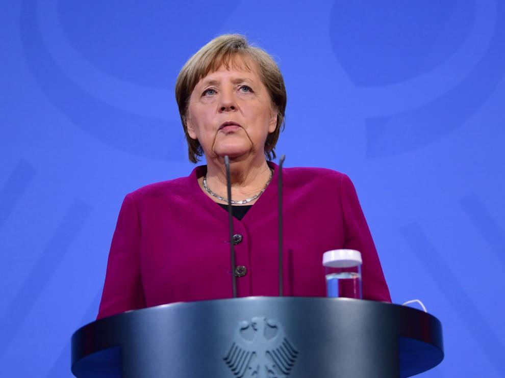 La canciller alemana, Angela Merkel, compareciendo ante los medios tras la reunión del Consejo Europeo.