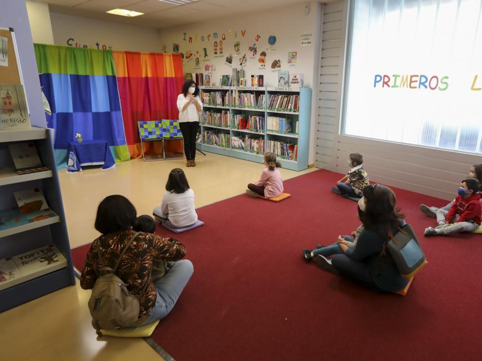Actividades infantiles en la biblioteca Durán Gudiol de Huesca.