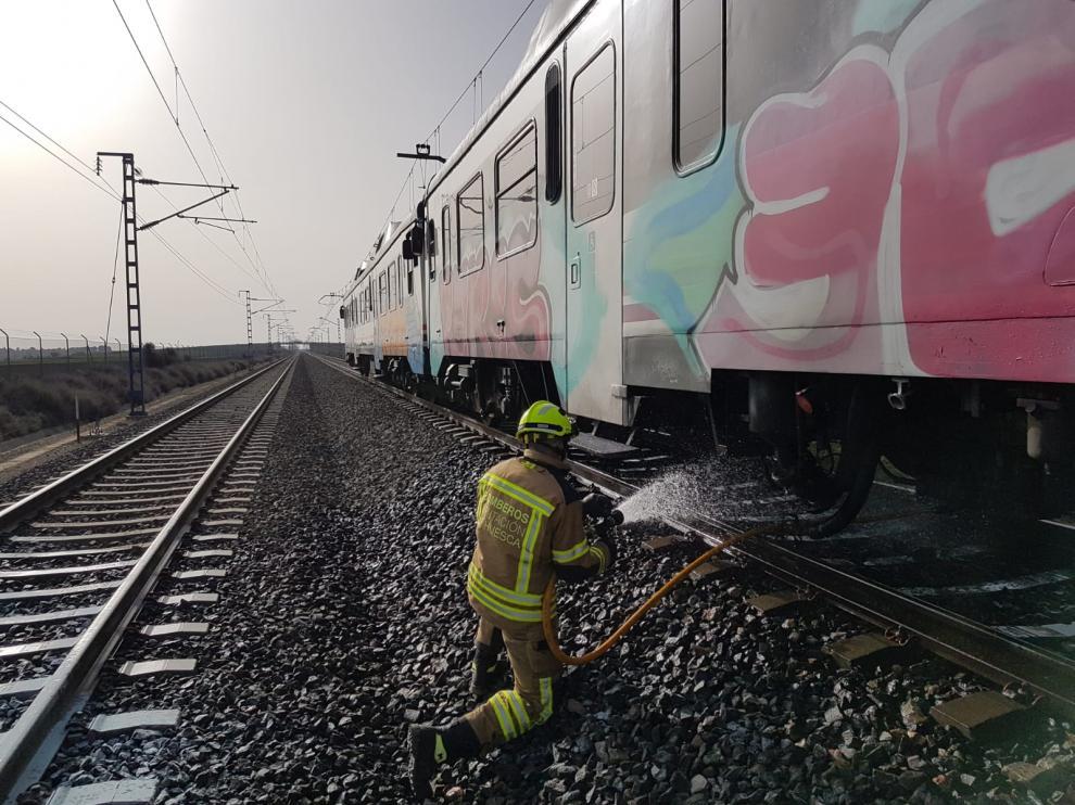 Efectivos del SPEIS han sofocado el incendio en el tren de Canfranc