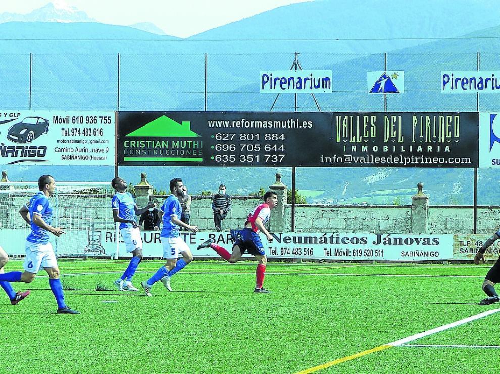 El Sabiñánigo solo pudo sacar un empate ante el Cariñena.