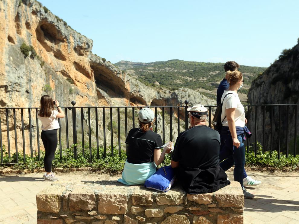 alquezar  turistas   semana santa  3 - 4 - 21  foto pablo segura