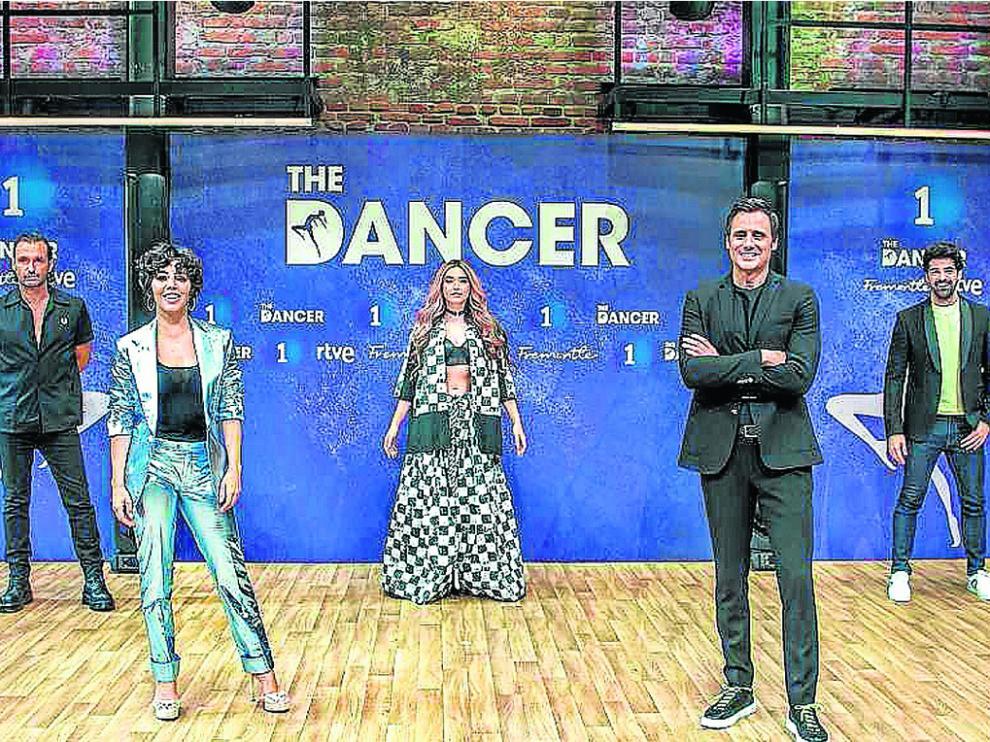 Presentadores y capitanes listos para el estreno de The Dancer.