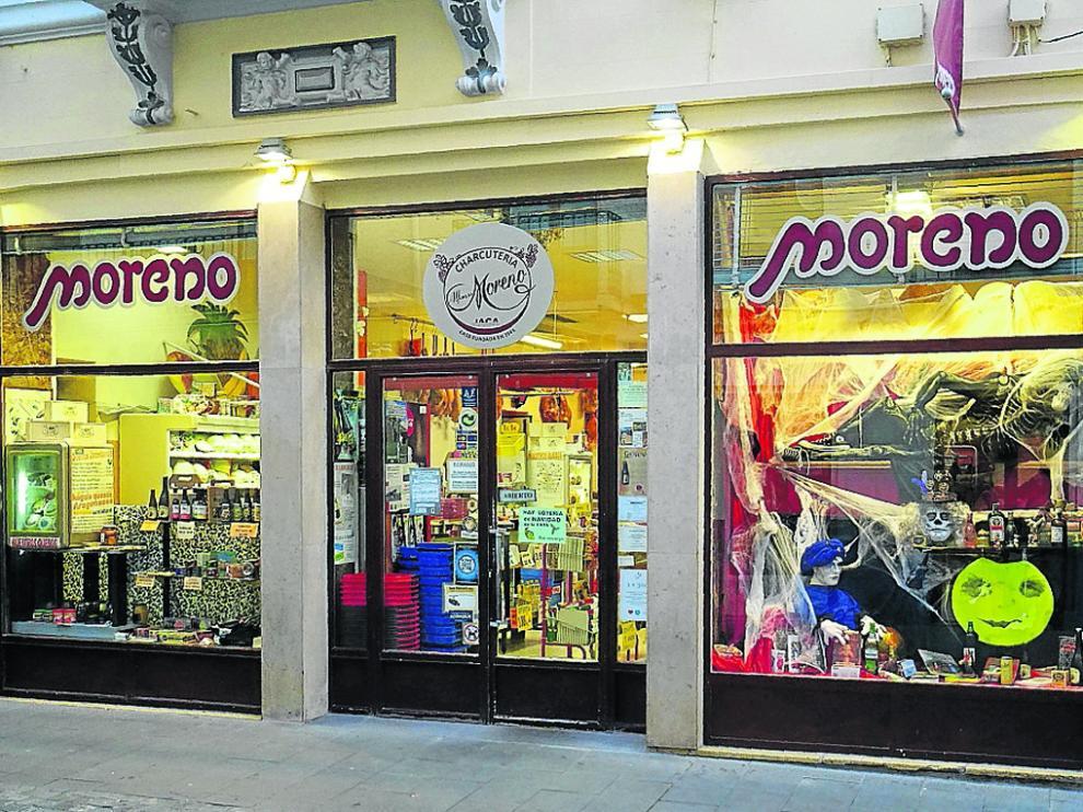 La tienda está situada en el número 8 de la calle Mayor de Jaca.