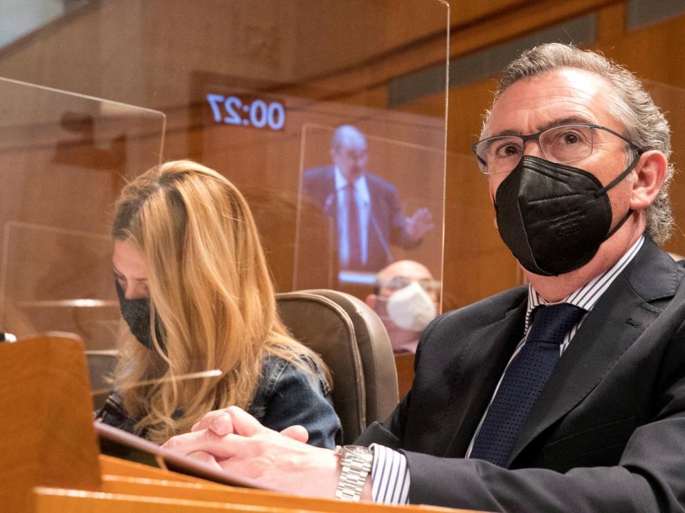Beamonte escucha a Lambán en el pleno de las Cortes de Aragón