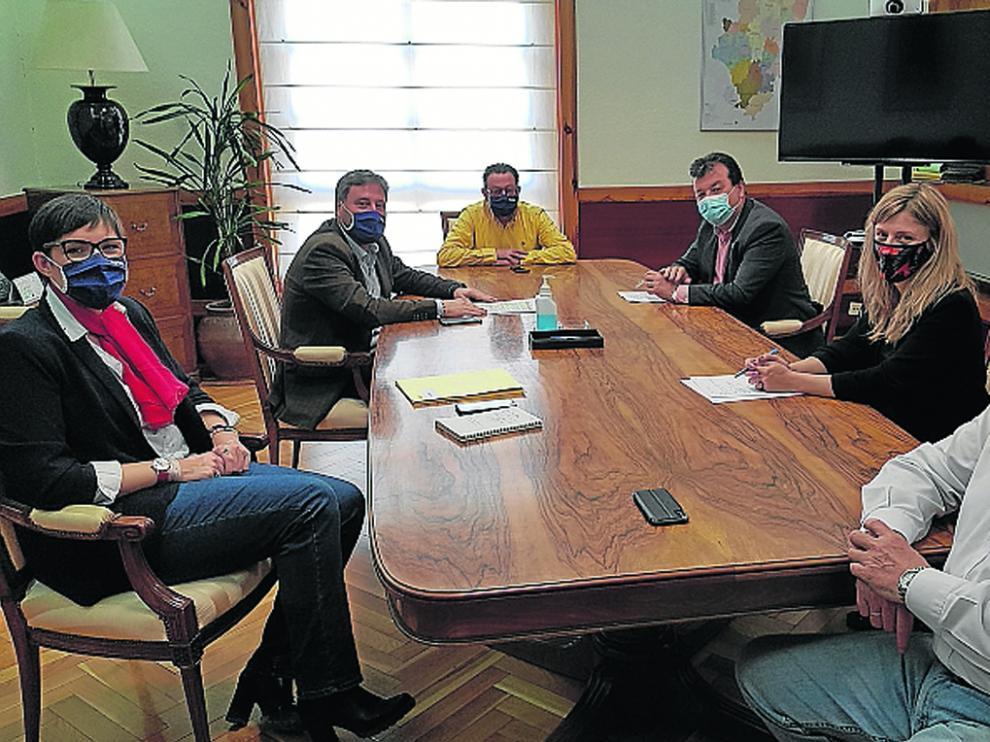 El consejero Soro y Luis Zubieta presentaron ayer la orden tras haber mantenido una reunión sobre la misma.