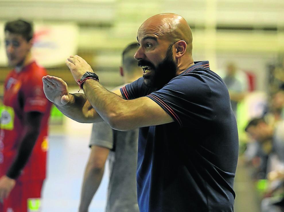 Lidio Jiménez durante un partido de la pasada temporada en el Palacio de Deportes de Huesca.