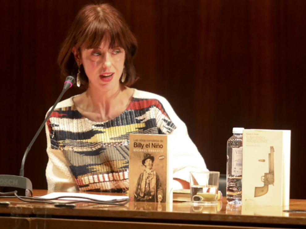 Irene Vallejo es doctora en Filología Clásica por las universidades de Zaragoza y Florencia.