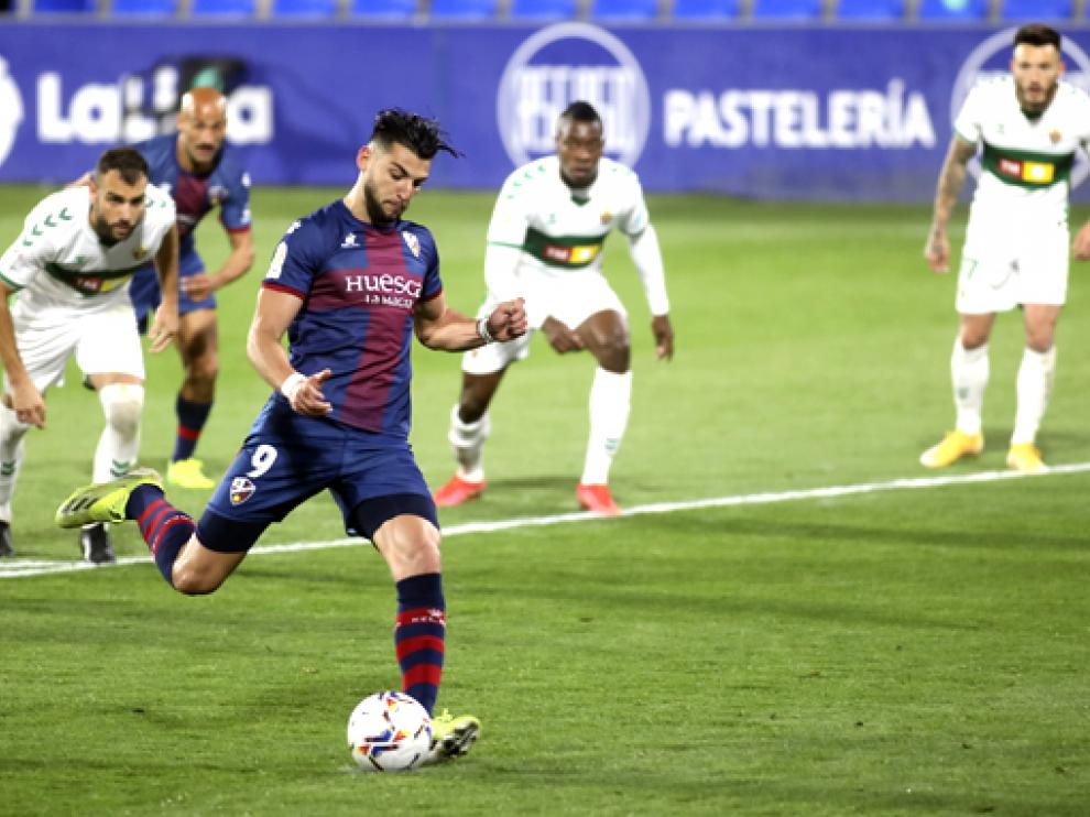 Rafa Mir marcó el 3-1 de penalti en la recta final del partido.