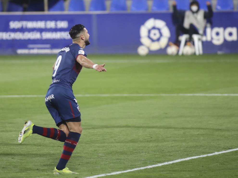 Rafa Mir celebra su segundo gol al Elche.