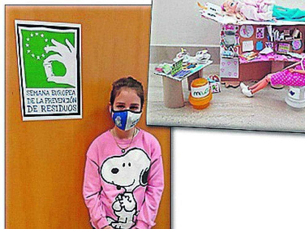 Teresa Monguilod junto a su propuesta de juguetes con objetos reciclados