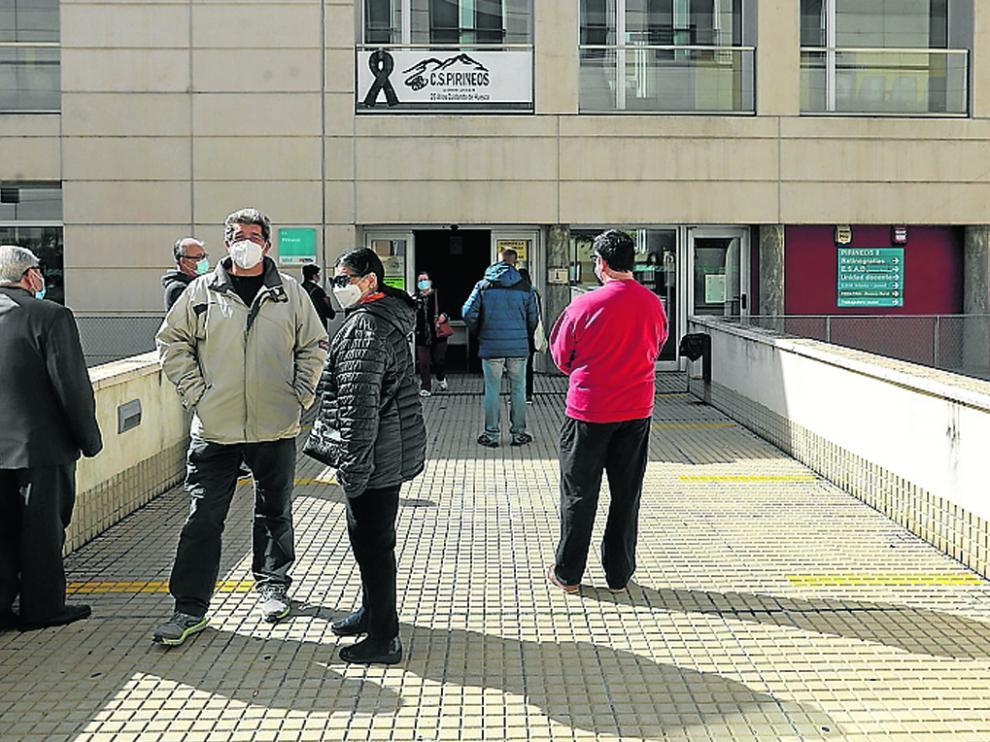 Imagen de archivo de pacientes en el Centro de Salud Pirineos esperando para ser atendidos.