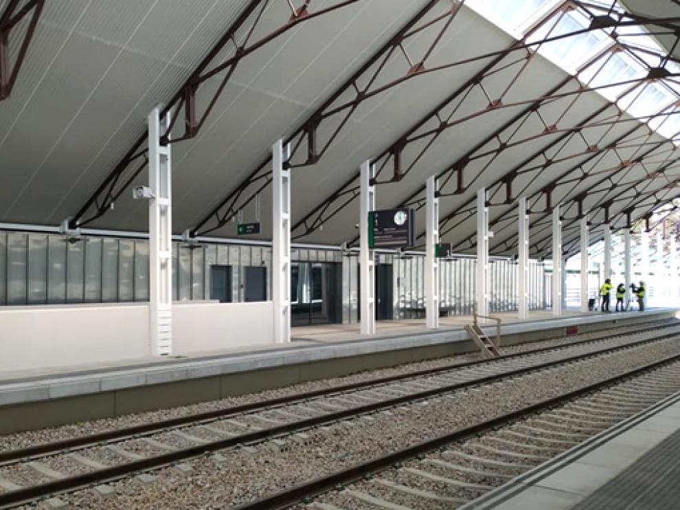 El alcalde destaca que la nueva estación de Canfranc está dotada con instalaciones modernas pensadas para el futuro.